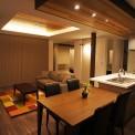 「デザインを兼ね備えたオープンガレージ」オープンガレージとデザイン性を兼ね備えた迫力のある外観。レッドシダーをふんだんに使用したLDKと落ち着きのある現代和室。スキップフロアー、浴室の坪庭など、ディテールにこだわった住宅