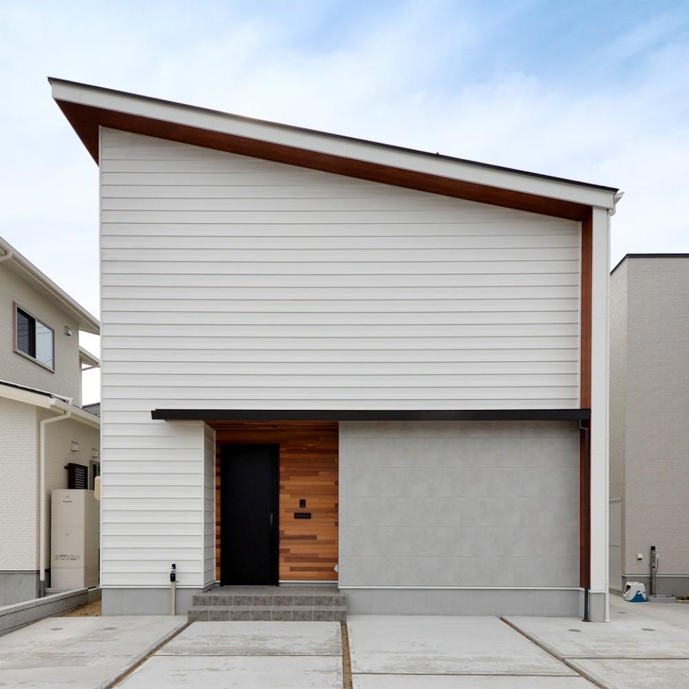 大開口の窓からテラス・庭へとつながるLDK|新潟市西区|M様邸