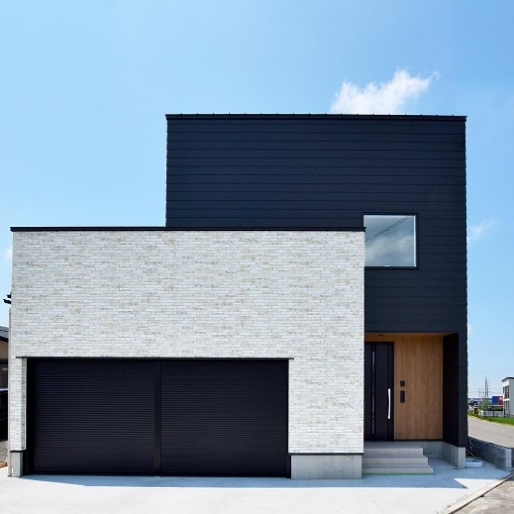 リビングと中庭を繋ぐインナーガレージハウス|三条市|S様邸
