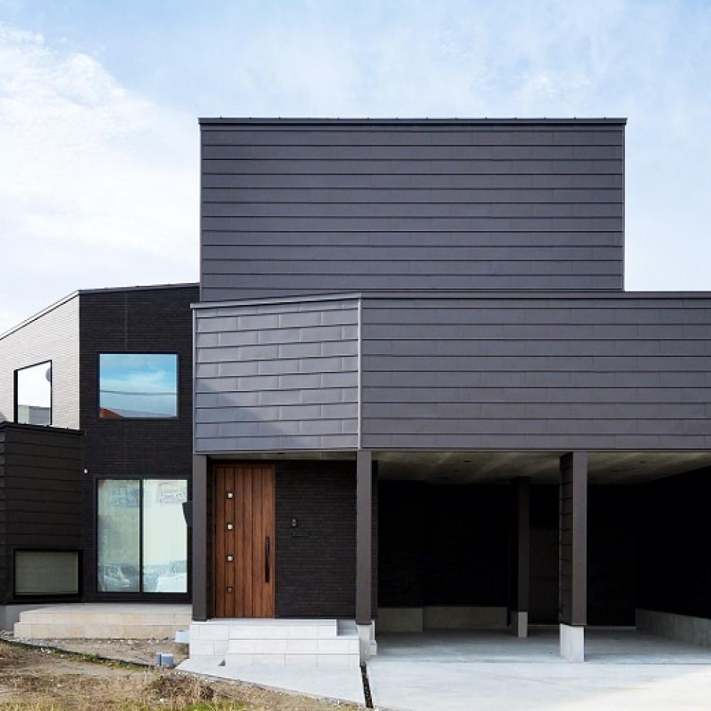 インナーガレージとアカシア無垢床の家|新潟市|W様邸