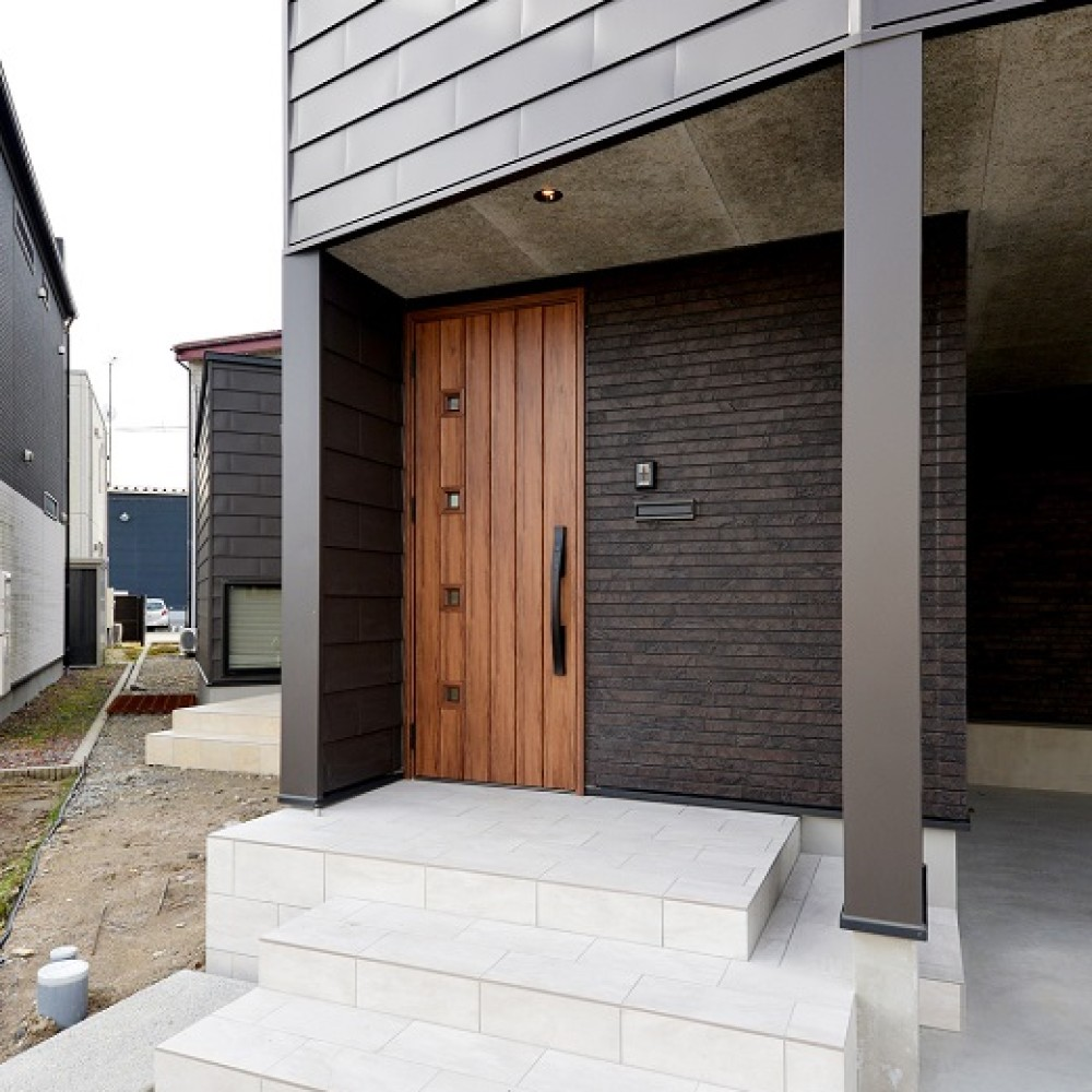 インナーガレージとアカシア無垢床の家|新潟市西区|W様邸