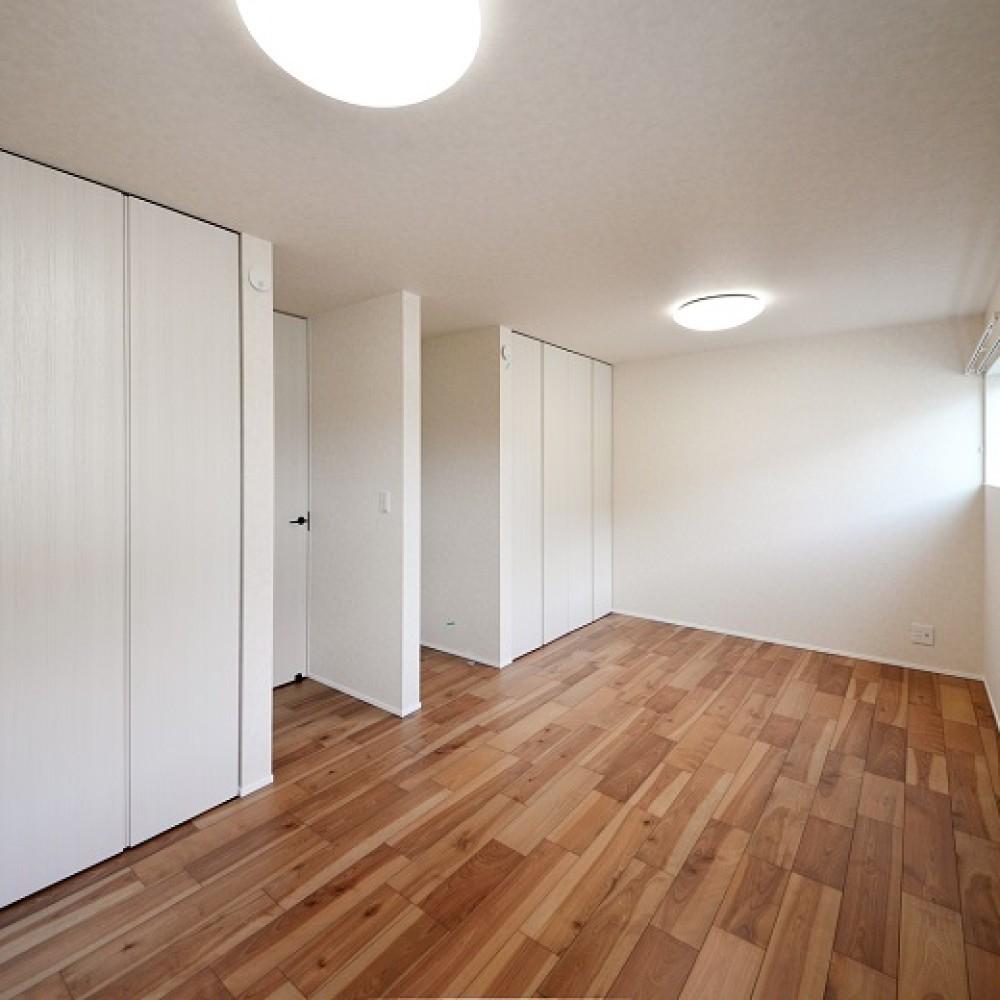 インナーガレージとアカシア無垢床の家 新潟市西区 W様邸