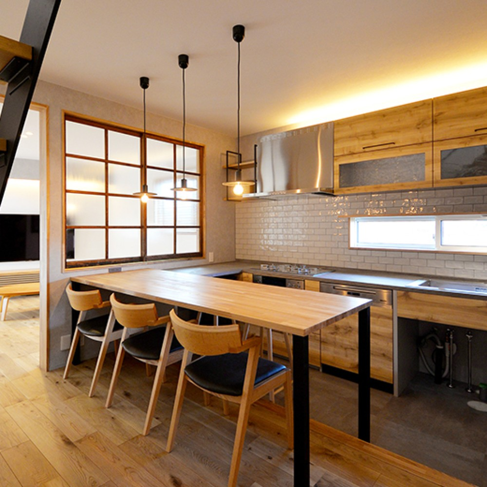 仕切ることで得る開放感、今どきの農家キッチン 新潟市南区 S様邸