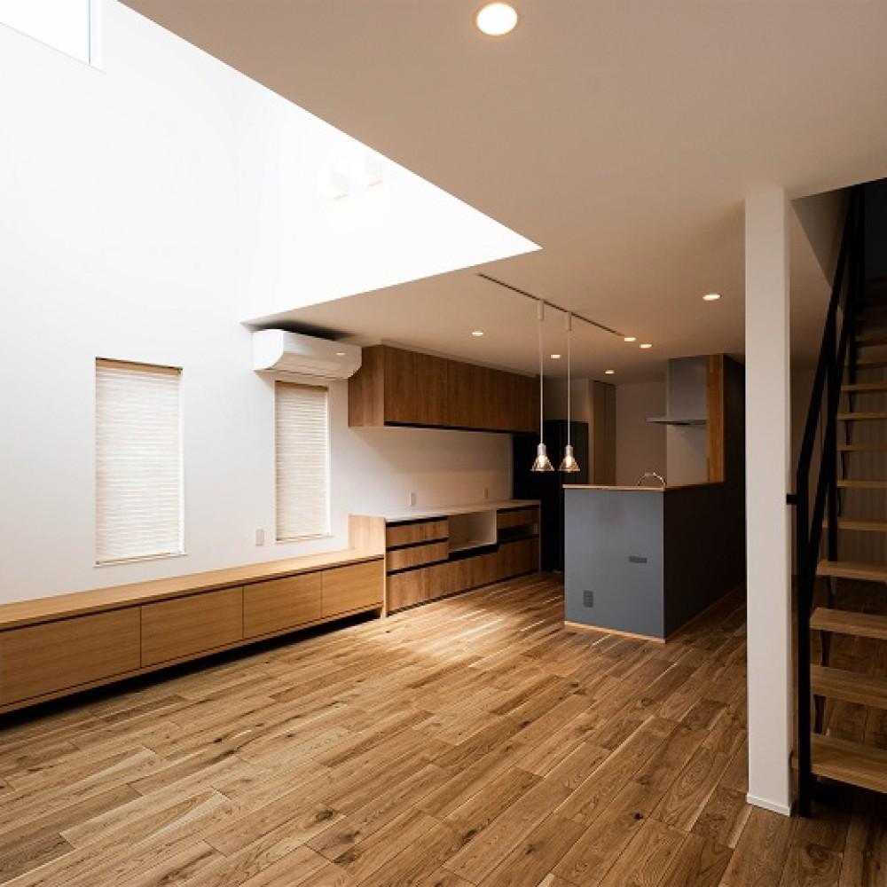 縦横の広がりをつくる、ツリーと吹抜けのある家|新潟市西区|K様邸