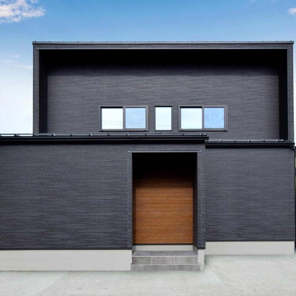 ダークグレーのキッチンが主役のお家|新潟市西区|T様邸