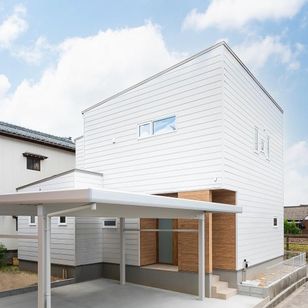 やわらかい日差しが家族を包み込む白い家|新潟市江南区|W様邸