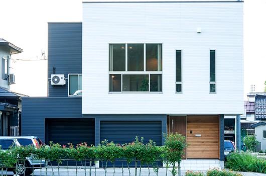 スキップフロアで建物の制約を解決!開放感に満ちた家
