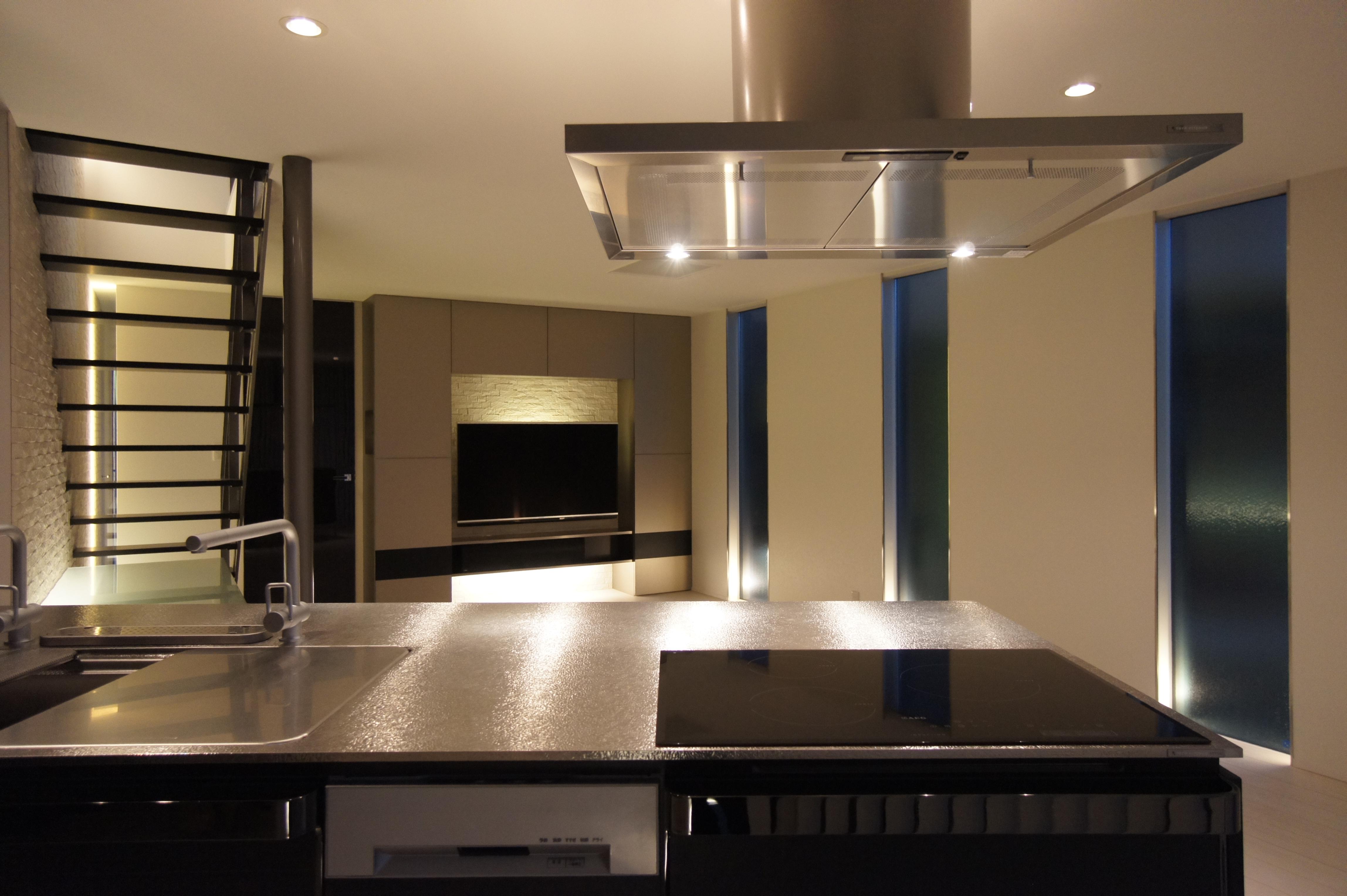 アイランドキッチンと間接照明が彩る非日常感あふれる家 | 三条市|B様邸