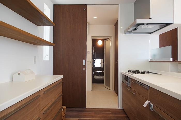 動きやすい家事動線に加え、目的の場所へのアクセスが容易な、回遊できる間取りにも注目。