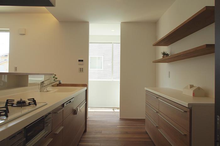バスルーム・洗面室から、ランドリースペースまで、一直線につながる動線で日常生活での家事の負担を軽減。