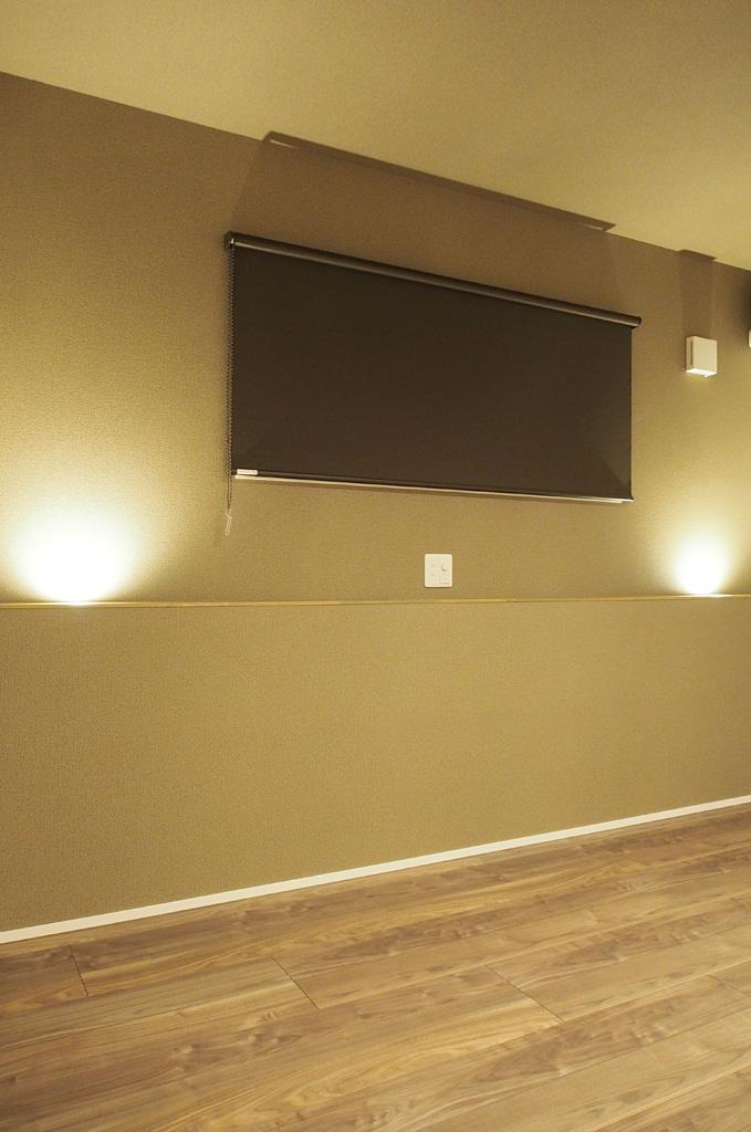 壁面を照らすアッパーライト
