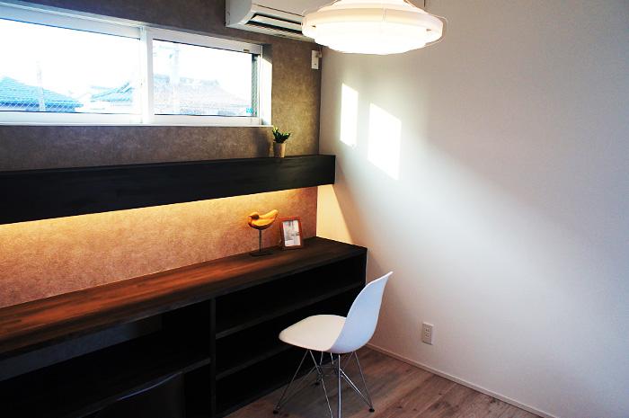 特別に設けられたゲストルームには間接照明と収納の使い勝手を重視した。