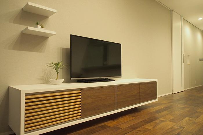 2.6mのワイドな造作TVボード。収納能力とデザインを兼ね備えた造作家具。