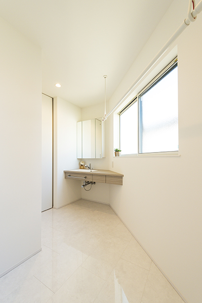 【新潟市西区】洗練されたデザインで日常を彩る住み心地を追求した家|完成見学会