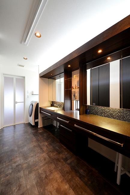 高級ホテルを思わせるようなエレガントな洗面化粧室