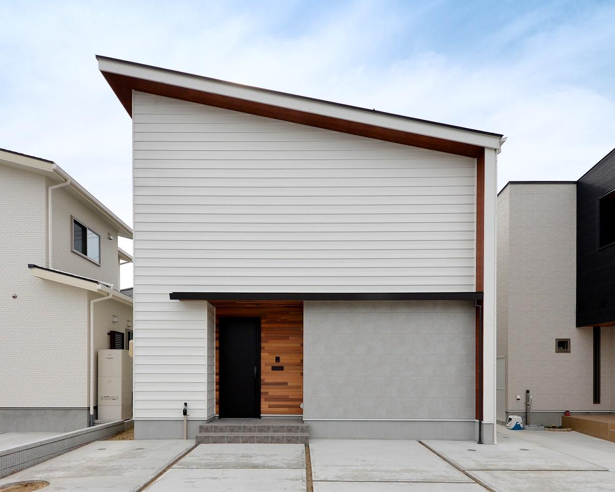 新潟市西区|大開口の窓からテラス・庭へとつながるLDK|完成見学会