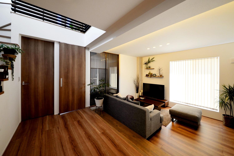 インテリアが映えるお家 ~ 吹抜け階段で広さを感じるリビング|燕市|Y様邸