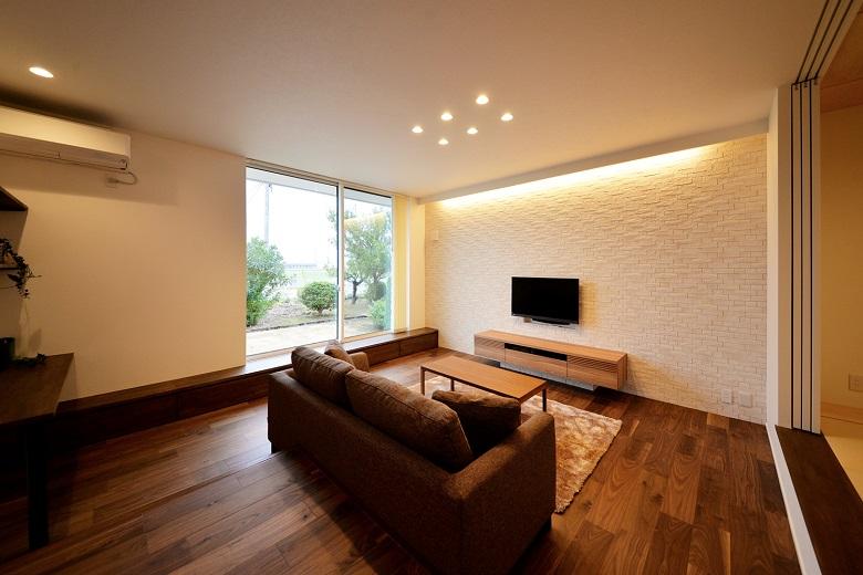 空間の変化を楽しむ吹抜けとスキップフロアのあるシンプルモダンな家|燕市|H様邸