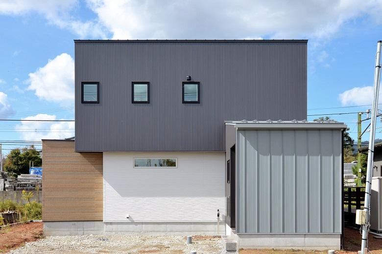 燕市|斜めの壁に隠されたタイルテラスのあるお家|完成見学会