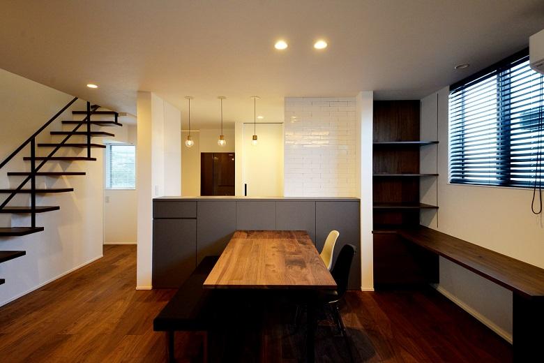 木とタイルが調和する家|燕市|H様邸