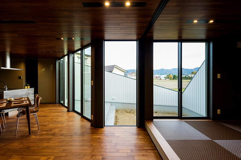 長岡市|曙モデルハウス展示会|グランドオープン – 台形敷地から生まれた切り取られた家 –