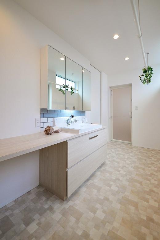 KAJIRAKU NATURAL case 22. – えんぴつ状の土地と四つ窓の家|加茂市|K様邸