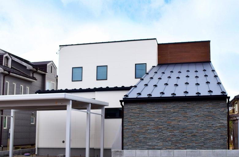 見附市今町モデルハウス|広いアプローチで家族もお客様も迎え入れる大人モダンな家 [~4/26までの公開]
