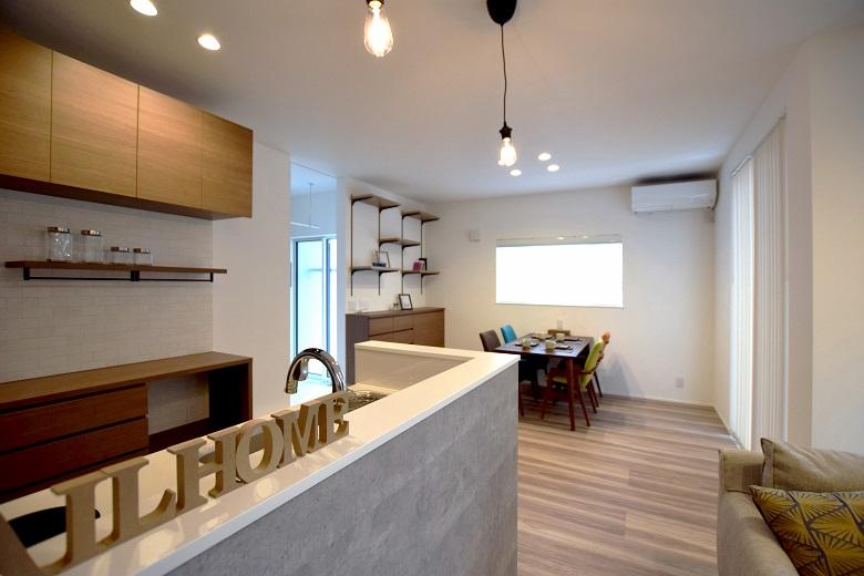 広いアプローチで家族もお客様も迎え入れる大人モダンな家|見附市|T様邸