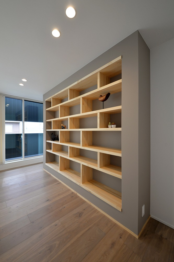 新潟市西区内野モデルハウス|グレージュのコントラストが際立つ大空間